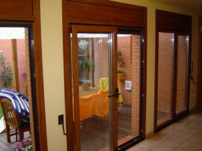 Puertas y ventanas abisagradas